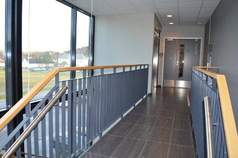 SKAL FYLLES OPP IGJEN: Alt arealet i Andebu sentrum 26 skal brukes til kommunal virksomhet, lover prosjektleder Gudrun Grindaker.