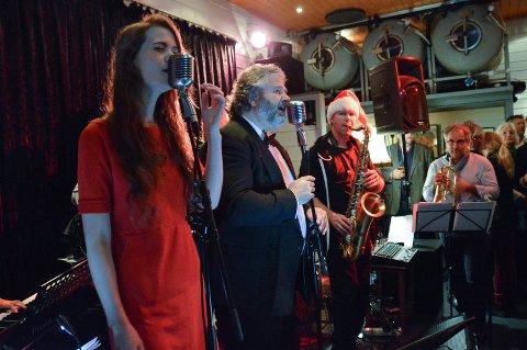 PÅ DRAABEN: Jazzy Sassy Frankfurters med Dag Almar Hansen og gjestevokalist Ida Stein i spissen, skal i år som i fjor jazze jula inn.
