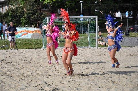 SHOW: Samba Ladies bidro til stemning under turneringen i 2014.