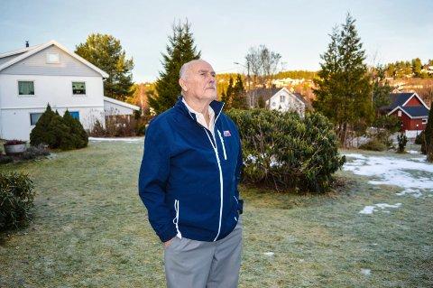 TENKER MYE: Kodal-mannen Arne Hjorteset bruker mye tid på å fundere ove rmeningen med livet. Nå har det blitt boka av det.