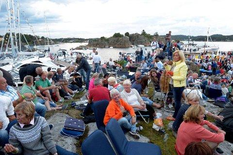 MØTES PÅ SEILER'N: Båtliv, fest og Postgirobygget får sandefjordingene til å strømme til Seilerholmen hvert år i august.
