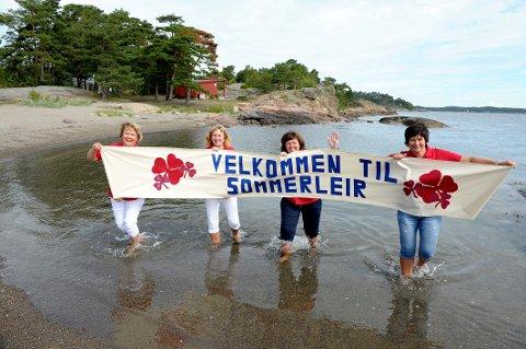 Velkommen til Knattholmen: Styringsgruppa i Fjorden Sanitetsforening, fra venstre: Mona Nomme (prosjektleder), Hanne Solem (leirsjef), Gro Lysebo Sørhaug (økonomiansvarlig) og Ruth-Kirsti Framstad (nestleder i Fjorden og finansansvarlig).