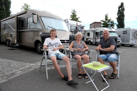 Det gode bobilliv: Familien Lervåg fra vestlandet stortrives i Sandefjord. Fra venstre: Håkon (15) Frode og Anne May.