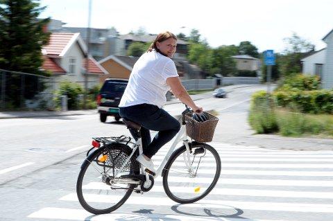 Syklist: Vibeke Hansen (41) ønsker seg flere egne, trygge sykkelstier i Sandefjord.