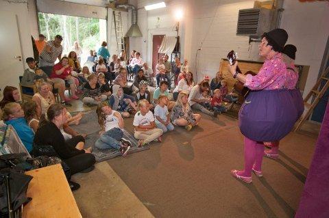 TROLLBANDT: TrolleBolle-gruppa  trollbandt  ungene med sin underholdning.