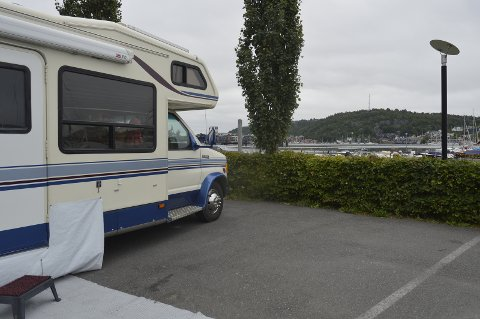 Bobilhavna er plassert ved brygga, og mange av de som bor der liker den korte distansen til Sverigebåten og byen. Stiene langs brygga er også et stort pluss, da det er veldig fint å gå på turer langs dem.