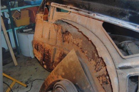 Volvo: Bilen hadde en særdeles lav kilometerstand, men rusten hadde tatt godt tak i bakskjermer.