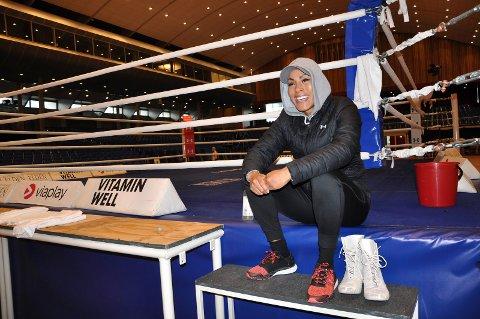 KLAR FOR KAMP: Cecilia Brækhus var i godt humør da Sandefjords Blad møtte henne før lørdagens kamp mot Mikaela Laurén.