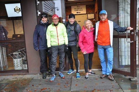 LØYPETEST: Om få dager venter Marius Nordby (t.h) storinnrykk av løpere på Runar. Lørdag ble Backyard-løypa testet av Osmund Jensen (f.v.), Frank Ståle Kittelsen, Per Erik Stickler Holm og Cecilie Bogen.