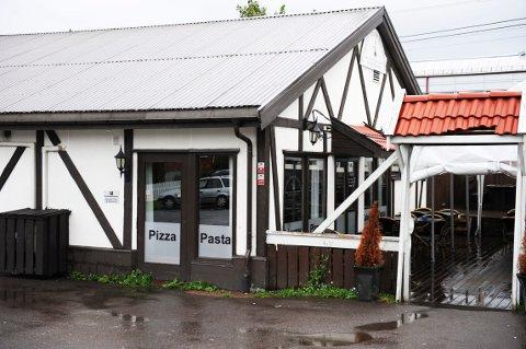 NYTT KONSEPT: Snart kan du synge karaoke på Pavarotti Pizza i Stokke.