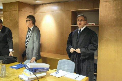 UTFORDRER ORDFØREREN: – Ordførerens uttalelse om at Grindaker skal ha opptrådt «skammelig» og «mangler selvinnsikt» betraktes som særlig krenkende, sier advokat Sigurd Knudtzon (t.h.).