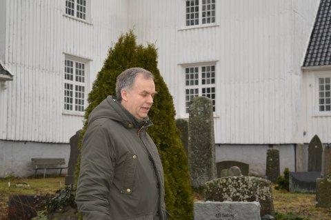 HER BLE HAN KRISTEN: 20 år gammel ble Jo Hedberg kristen. Det skjedde i Sandar kirke. Nå ber han utrettelig for utviklingen i Den norske kirke.