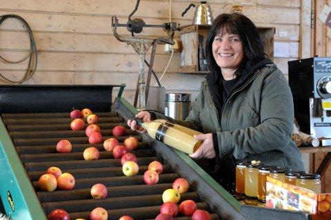 Ekte vare: Anita Lund leverer egenprodusert eplemost til spisesteder i Vestfold.