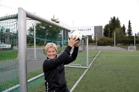 FIKK GLADBESKJED: Adele Engen, daglig leder av fotballgruppa til IL Runar, kan smile litt ekstra i disse dager. Klubben er nemlig kåret til «Årets Fair play-klubb» i Vestfold.