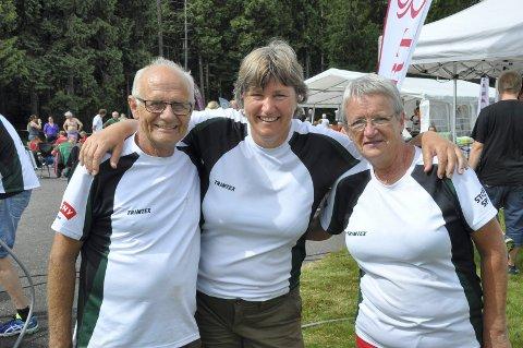 Fornøyde arrangører: Løpsleder Astrid Breivik (i midten) sammen med løypeleggerne Lars Martin Gjein og Inger Nergaard.