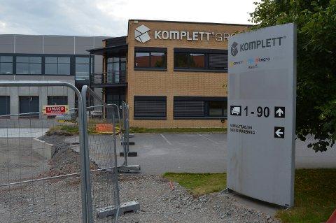 BYGGEPLASS: Komplett Group på Østre Kullerød forbereder seg for framtida. Til venstre nybygget som er under oppføring. Bedriften er glad for å bli nummer fem i innovasjon.