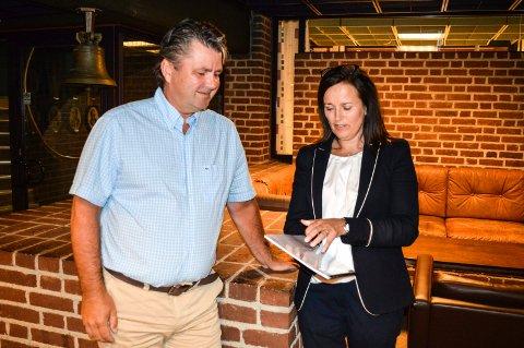 STÅR BAK GRANSKNINGEN: Anders Hauger og Heidi Aas Larsen har gjennomført granskningen av varselet mot rådmannen.