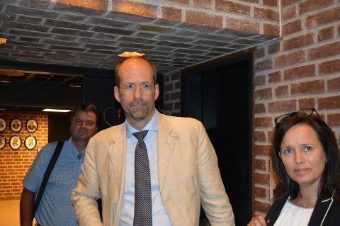 GRANSKERNE: Advokatene Anders Hauger (f.v.), Jan Fougner og Heidi Aas Larsen møtte formannskapet tirsdag.