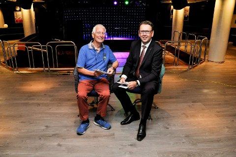 GUTTA PÅ GØLVET: Cato Arveschoug (t.v.) og hotelldirektør Thomas Ødegård gleder seg både over ny jazzsesong og nytt gulv på Tre Lykter.