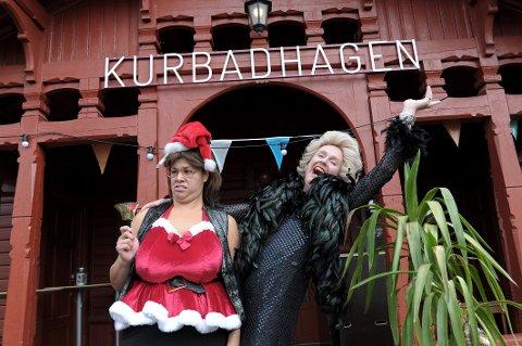 BINGO I HAGEN: Det blir bingo i Kurbadhagen etter at Dorina Eldøy-Iversen (Turid) og Simon Andersen (Wenche Foss) har «korrigert» konseptet Wenches veldedighetsbingo. Spilledatoer er tirsdag 30. juni, tirsdag 7. juli, tirsdag 14. juli og torsdag 23. juli. Gjestene får komme inn fra klokken 17.30, men bingoen starter 19.00.  Nytt av året er at bingoen må ta betalt for inngang og bingobonger, samt at premiene du kan vinne «ikke er verdt en dritt». ARKIVFOTO: Per Langevei