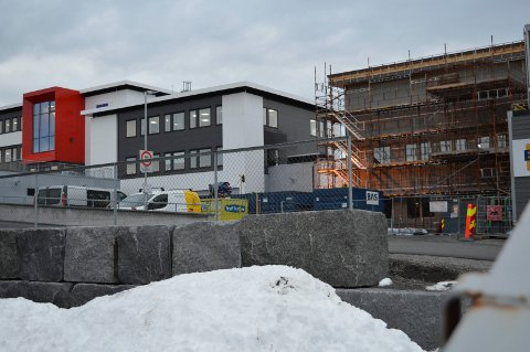 FLYTTER HIT I NOVEMBER: Nybygget til R8 Property Group på Nordre Fokserød er ferdig i mai. Dette bildet er tatt i midten av desember.