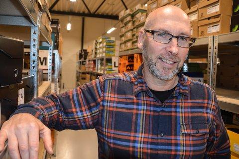 TRAVLE TIDER: Rune Kjeldsen, daglig leder i nettbutikken Hekta på tur, forteller at de har en enorm pågang om dagen.