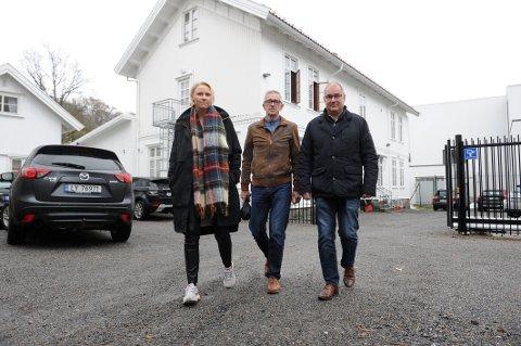 IKKE LEGG NED FENGSELET: Lleder i Sandefjord Ap Jonfinn Bremnes (i midten) besøkte fengselet sammen med stortingsrepresentant for Ap, Maria Aasen-Svensrud, og partikollega Arild Teimann.