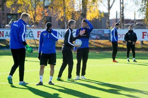 BRATRØKK PÅ FELTET:Assistenttrener Geir Ludvig Fevang og resten av temaet har hatt en bra høst med spillerene.