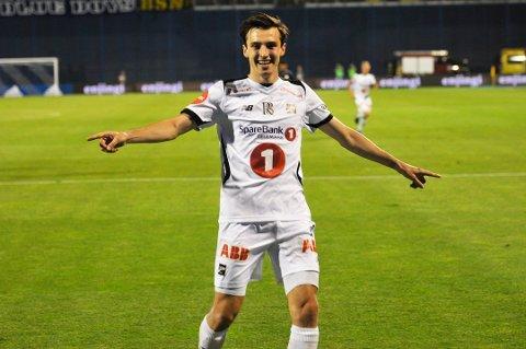 SF-KLAR: Her feirer Stefan Mladenovic scoringen mot Dinamo Zagreb på Maksimir stadion i 2017. Denne sesongen har han spilt 17 kamper i Eliteserien, men kun fire fra start.