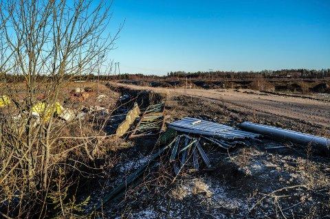 DATASENTER: Det planlagte datalagringssenteret vil ligge i dette området på Sundland i Stokke.