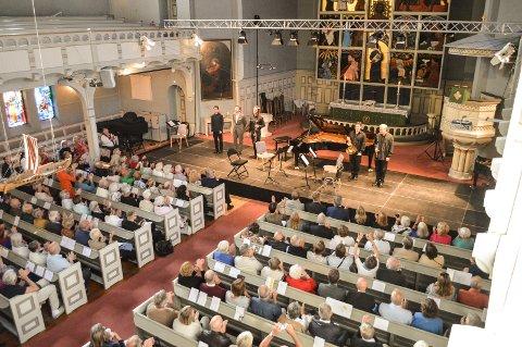 FÅTT PENGER: Fjord Classics har fått midler til å fortsette driften av festivalen etter fjorårets underskudd. Også i år utfordrer de Risør kammermusikkfest.