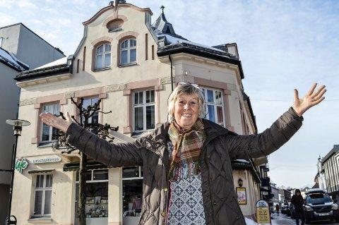 FÅR NY UTLEIER: Gunilla B. Stokkland i Gunnillas Helsekost har hatt samme adresse i 38 år. Hun håper den nye eieren er like hyggelig som dem hun leier av i dag.