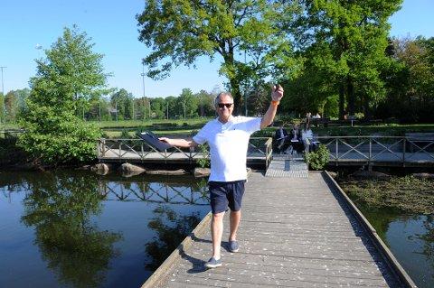 VELKOMMEN TIL VANNDAG: Roy Bjelke som er avdelingsleder i Vestfold Vann frister med mange aktiviteter i Bugårdsparken lørdag 2. juni.