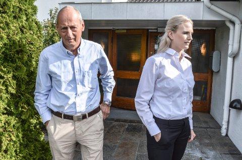 RYGG MOT RYGG: Rolf Rune Forsberg er på vegne av sønnen Adrian motparten til Lisa-Mari Moen Jünge hos Regjeringsadvokaten. Her er de utenfor tingretten mandag morgen.