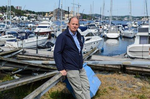 VIL UTVIDE: Thor Dahl-eier Einar A. Sissener ønsker at båthavna en gang i framtida blir erstattet av større kai og mer næringsareal.