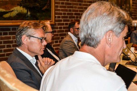AVVIST: Konstituert rådmann Lars Petter Kjær er fratatt muligheten til å signere det han er blitt enig med Miriam Schei om.
