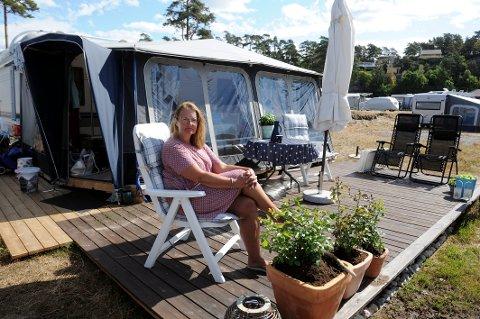 RØMMER: Irene Bråthen orker snart ikke å feriere på Vøra og i Sandefjord lenger. Opp og nedrigging av plattinger vår og høst blir for krevende.