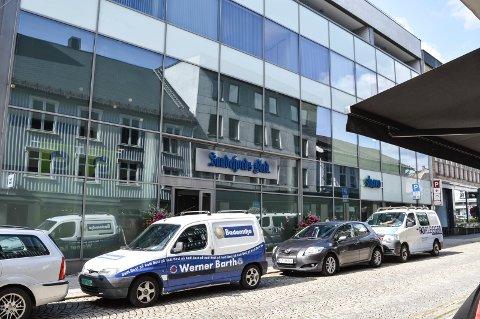 TIL SALGS: Tønsberg-firmaet Micasa bygde avishuset i Storgata 4 i 2007. Nå er de på jakt etter ny eier av den delen som de fortsatt eier, blant annet Sandefjords Blad-lokalene i første og andre etasje.
