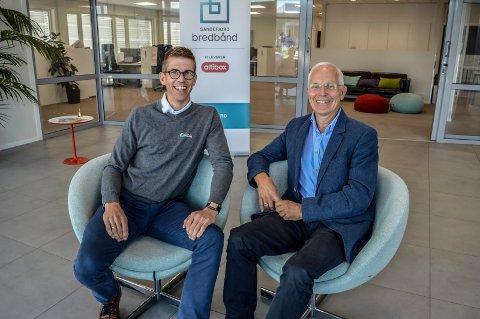 FLYTTER: Salgs- og markedssjef Claus Fevang Vidum (t.v.) og daglig leder Knut Aadne i Sandefjord Bredbånd gleder seg til å ta imot kunder på ny adresse og i en tiltalende resepsjon. De er på plass i november.