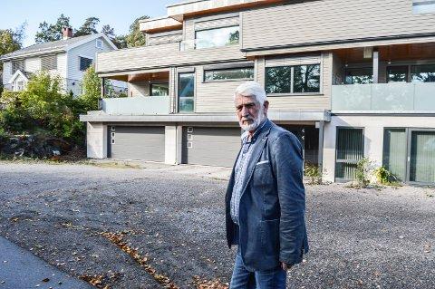 ØVRE ÅSENVEI:  Dette funkishuset i nummer 5 er alt for stort og dominerende, innklemt mellom eksisterende villabebyggelse, mener Kristen Grieg Bjerke i Fortidsminneforeningen.