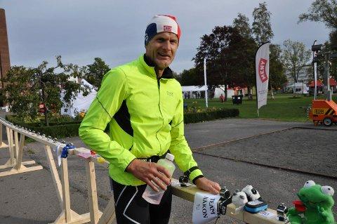SOLID BIDRAG: Håkon Arvesen (43) var blant de mange som støttet «Stafett for livet» i Sandefjord. Via sitt lag, «Team Håkon» samlet han inn over 80.000 kroner til kreftsaken.