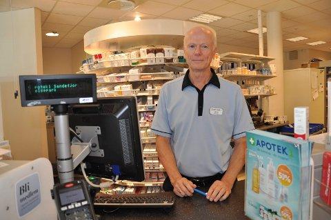 VAKTSLUTT: Etter 40 år som ansatt i apotek med vaktordning, får Arvid Kronstad en ny hverdag. Framover har han fri på helligdager.
