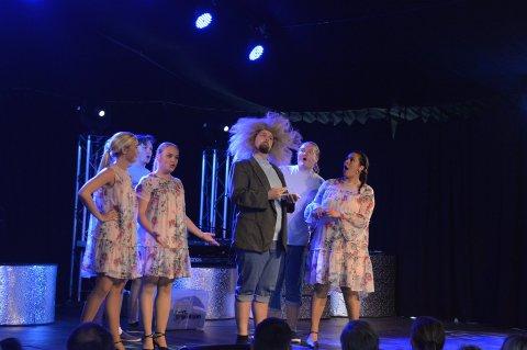 FORANDRER: Hvalsommer kutter i antallet forestillinger og erstatter en av hovedpersonene på scenen.