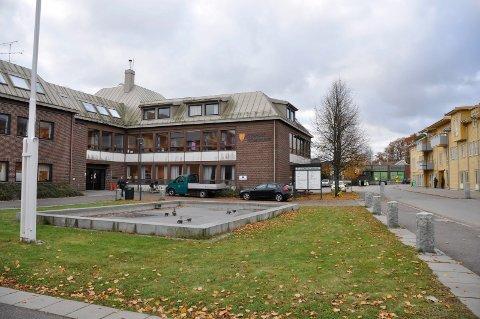 Stokke kommune. Stokke rådhus. Stokke, kommunale etater