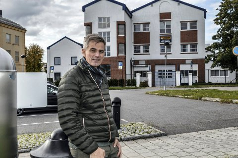 VESTFOLD TINGRETT: Ordfører Bjørn Ole Gleditsch mener Nybyen passer perfekt som sted for ny tingrett, enten på parkeringsplassen ved Jotun Nybyen eller øverst i Dronningens gate. Nå må han kjempe, skal tingretten havne her.