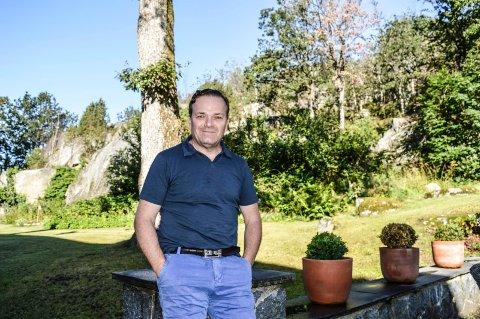 BYGGEPLANER: John Hestenes Hansen har i høst fått Multiconsult til å gjennomføre grunnundersøkelser. Han håper å få en dialog med Bane NOR på nyåret.