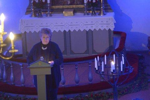 SOLBERG DELTAR: To ganger tidligere har statsminister Erna Solberg deltatt under «Lys til ettertanke»-markeringen i Skjee kirke i Stokke. Søndag vil hun igjen delta, sammen med blant andre en pårørende til en trafikkdrept.