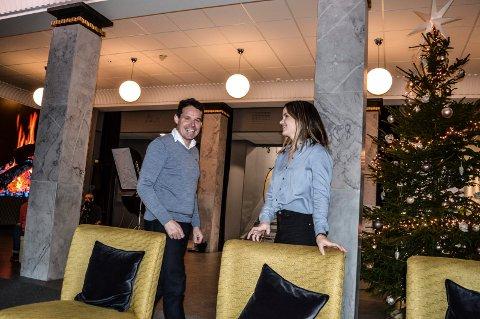 DHUB: Stig Andersen og Silje Sundhordvik koordinerer aktiviteten i dhuben i Rådhusgata. De gleder seg over at det blir stadig mer liv og røre i lokalene.