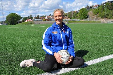 TILBAKE: Julie Sandberg Amundsen var deltaker på SBIs jentefotballskole hele syv ganger. Nå forbereder hun seg til å være instruktør for tredje gang.