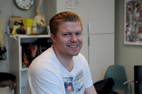 FIKK HJELP: Andreas Wik (30) har slitt mye med sterk hodepine i mange år. Naprapatbehandling skulle bli redningen.